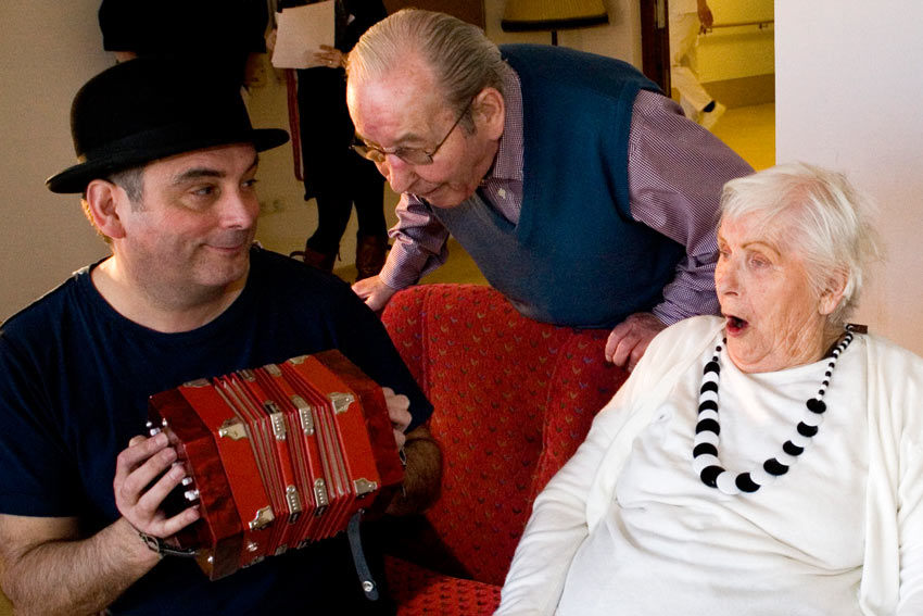 Erico musiziert im Seniorenheim